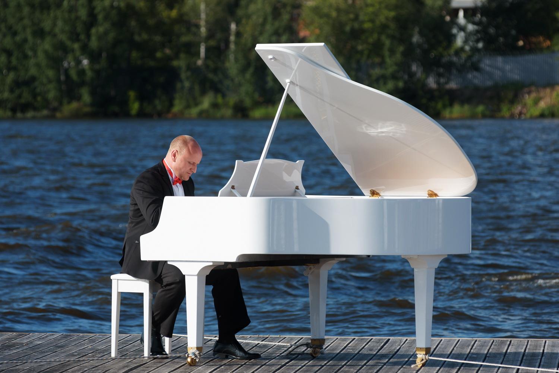 фото рояля белого многообразию